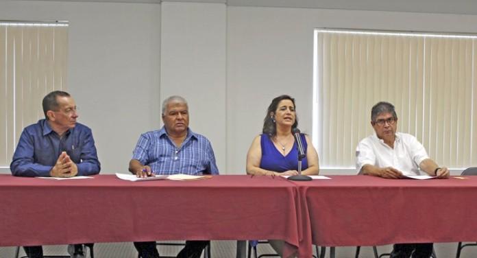 McAllen.- Los consejeros del Instituto de Mexicanos en el Exterior, Capítulo McAllen, José Luis B.Garza, José Luis Beas, Mónica Curiel (Coordinadora) y Guillermo Núñez.