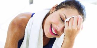 La producción excesiva de sudor sin el aumento de la temperatura y no originado por la realización de una actividad física, puede ser el síntoma de una enfermedad conocida como hiperhidrosis focal primaria.