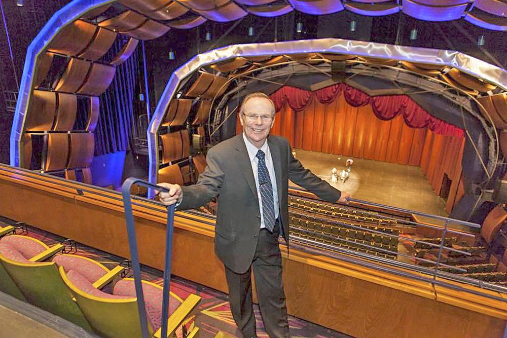 El alcalde de la ciudad Jim Darling invita a toda la comunidad a conocer el nuevo Centro de las Artes Escénicas de McAllen.