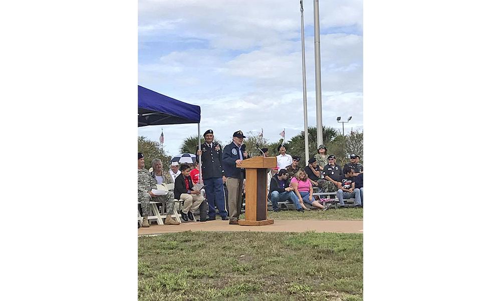 Jim Darling, alcalde de McAllen, rindió homenaje al sacrificio de quienes no lograron regresar a casa durante la ceremonia del Día de los Veteranos en la ciudad de McAllen.