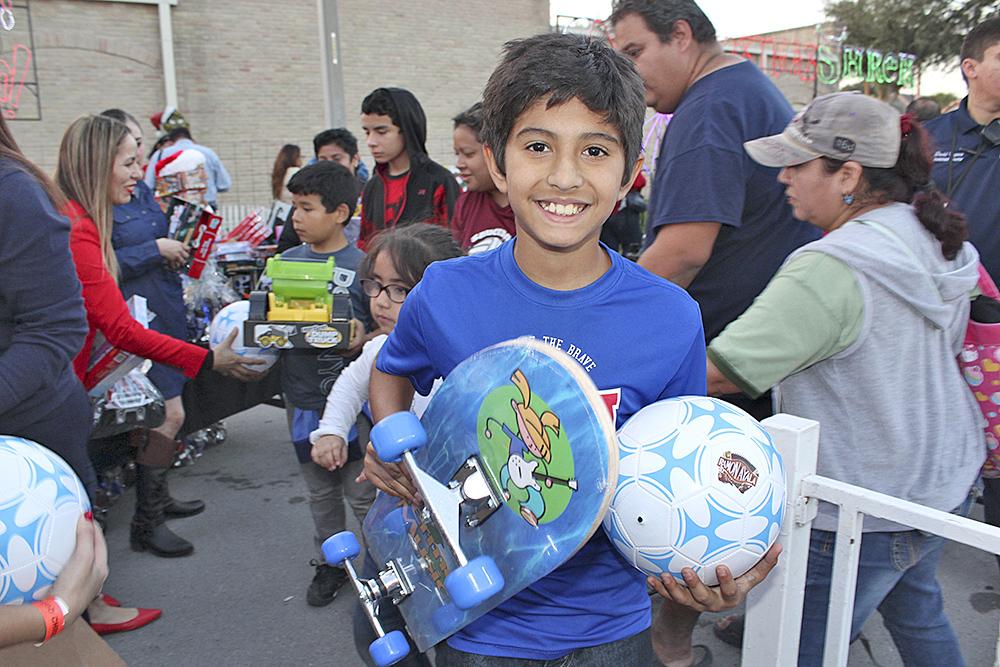 Se percibía la gran alegría en las miles de caritas cuando recibían su juguete.